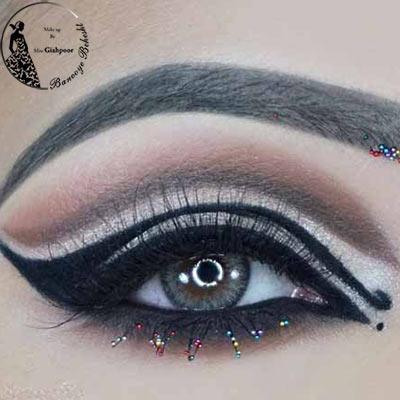 میکاپ چشم خلیجی دارای آرایش غلیظ و تیره میباشند. در سبک آرایش عربی چشمها بسیار زیبا و خیره کننده هستند.