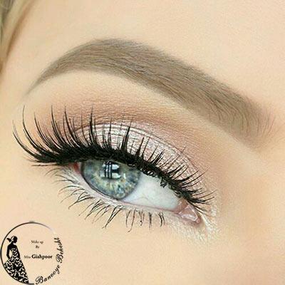 آرایش لایت چشم یا میکاپ لایت اروپایی جز پرطرفدارترین آرایشهای چهره است. در این سبک سایه چشمها بسیار ملایم میباشد.